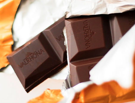 Scientists have discovered dark chocolate can aid in weight loss.
