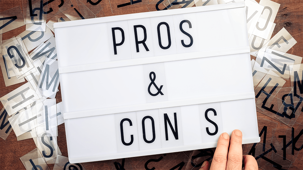 a look at the pros and cons of membership sites and online courses