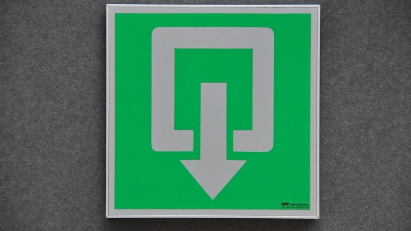 Strato pictogrammen of veiligheidspictogrammen in aluminium om veiligheidssignalisatie gebouw wettelijk in orde te brengen.
