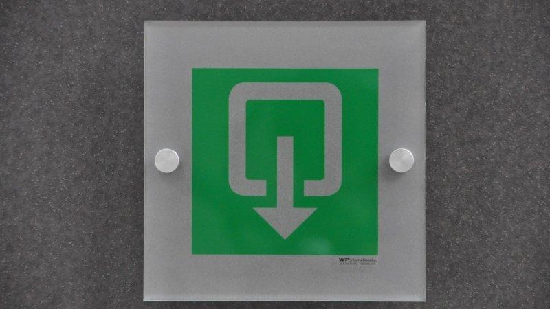 Plexi pictogrammen of plexiglas veiligheidspictogrammen voor veiligheidssignalisatie van gebouw in orde te brengen.