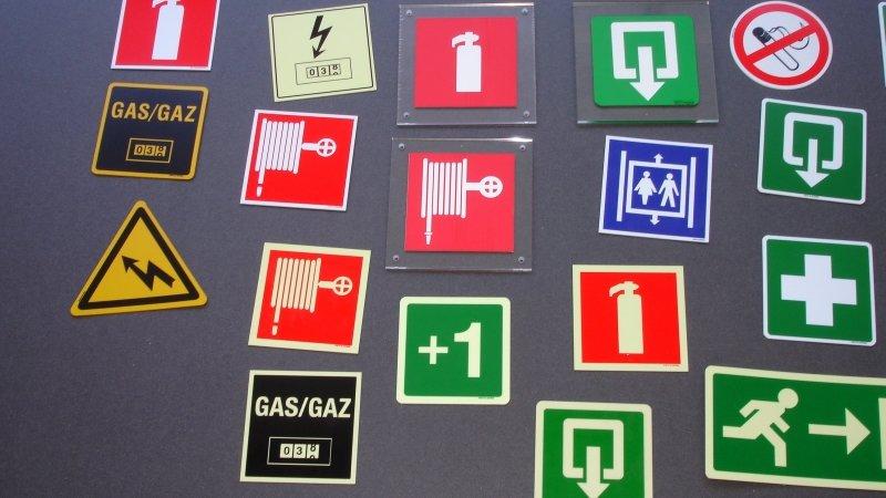 Pictogrammen of veiligheidspictogrammen voor veiligheidssignalisatie van gebouw of pictogram voor signalisatie van gebouwen.