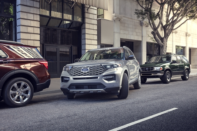 grey 2020 ford explorer parallel parking using ford's active park assist 2.0