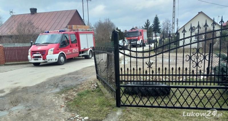 Pożar w Wólce Domaszewskiej. Jedna osoba poszkodowana  - Zdjęcie główne