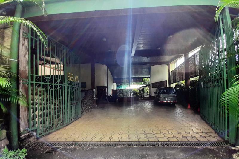 Selva Verde Lodge parking garage