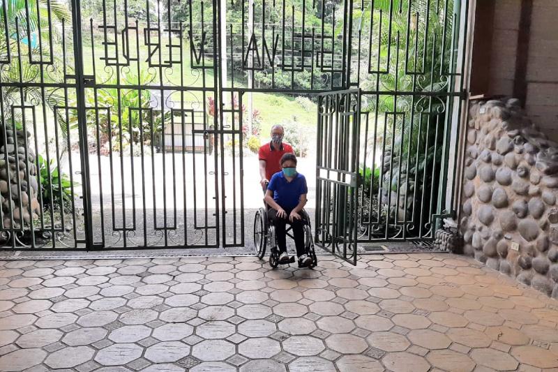 Guest at Selva Verde Lodge's step free entrance