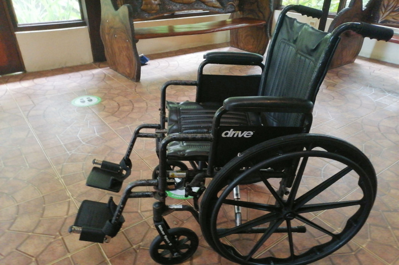 Wheelchair with turning space
