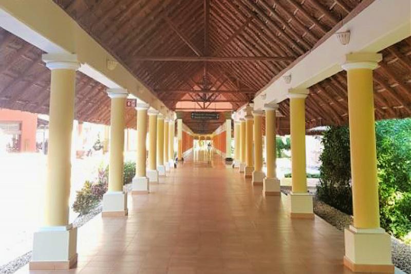 Walkway Barceló Maya Grand