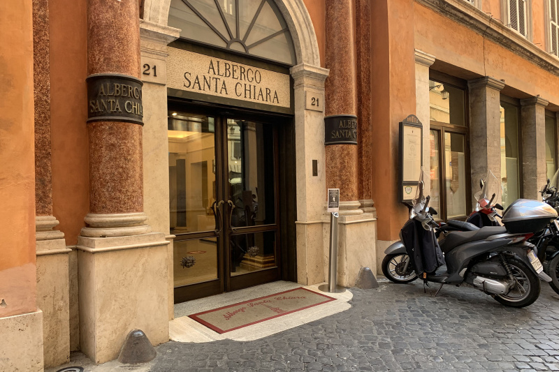 Albergo Santa Chiara has an elegant step-free entrance.