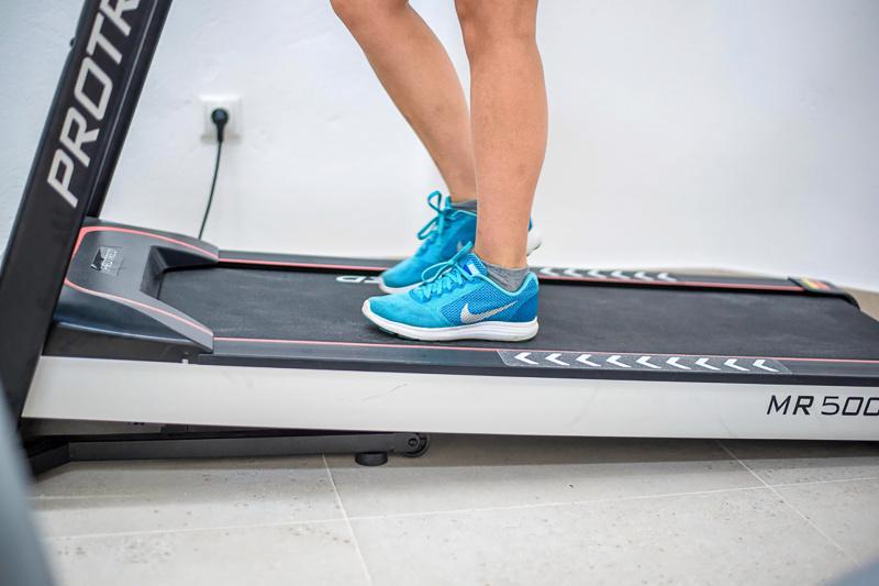 Guest uses e treadmill