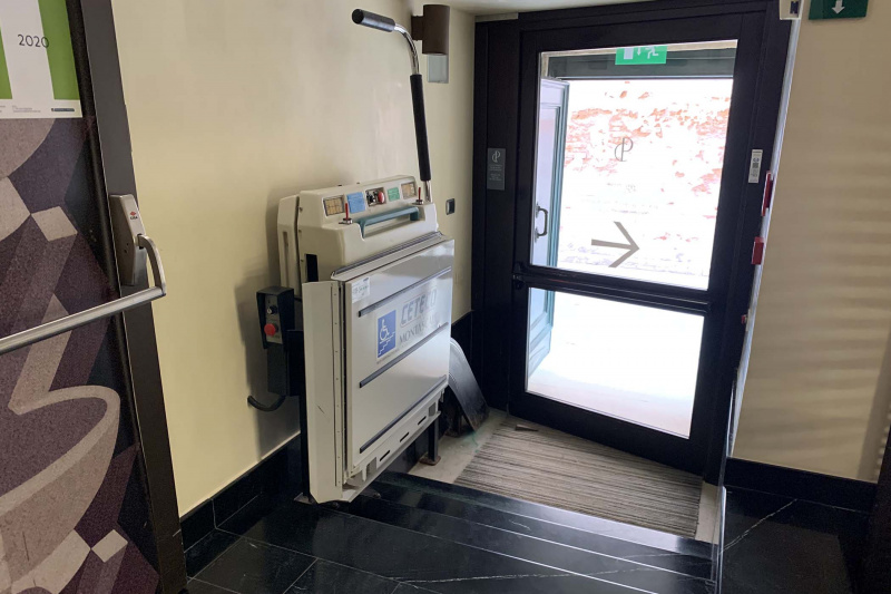 Accessible entrance with wheelchair platform lift