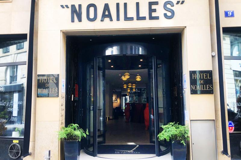 Entrance hotel Noailles