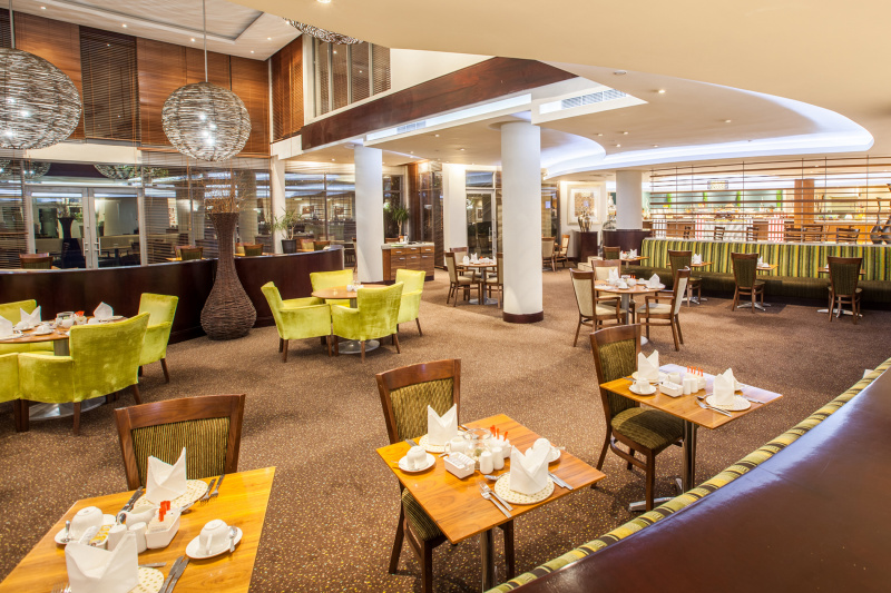 Hotel restaurant and lounge with accessible seating and step-free access
