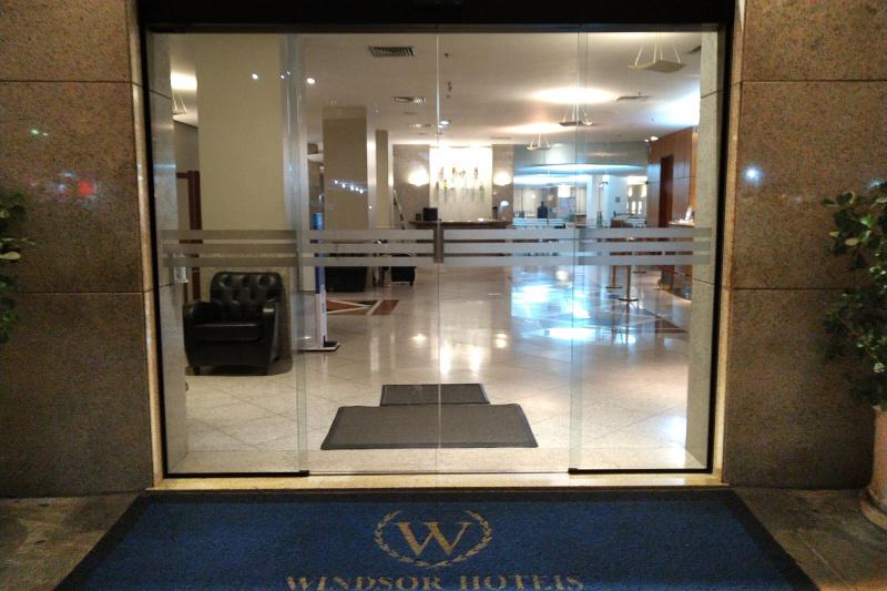 Entrance Windsor Plaza Copacabana hotel