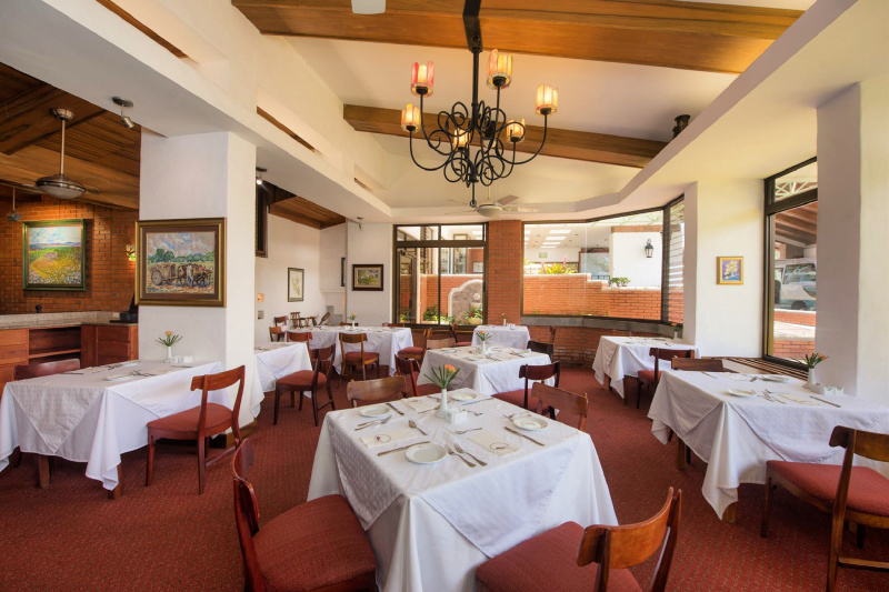 Vitrales resturant and dining space