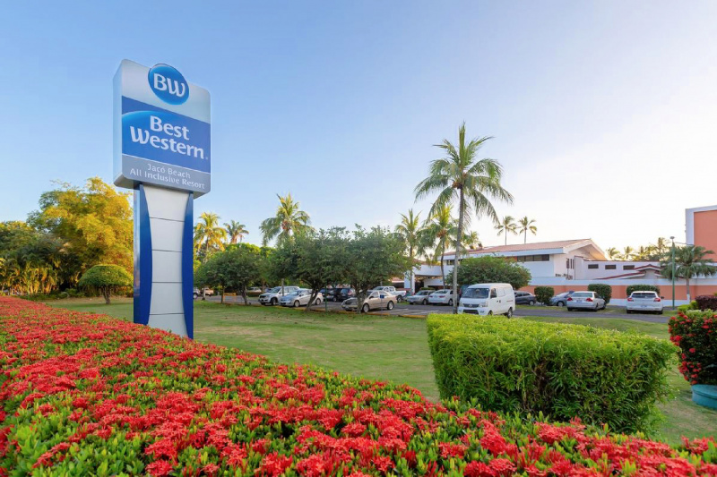 Best Western Jaco Beach entrance and street view