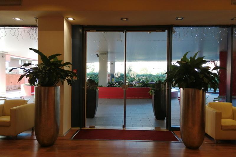 Hotel Tuscany Inn entrance