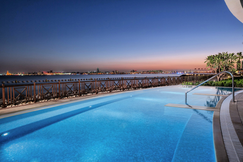 Jacuzzi with ocean views and views of the city skyline