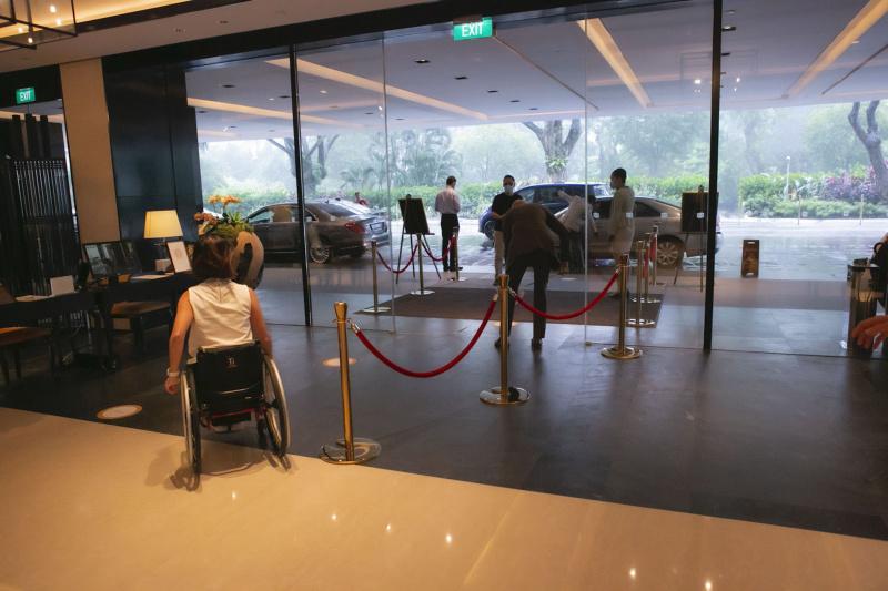 Shangri La Singapore hotel entrance with ramp