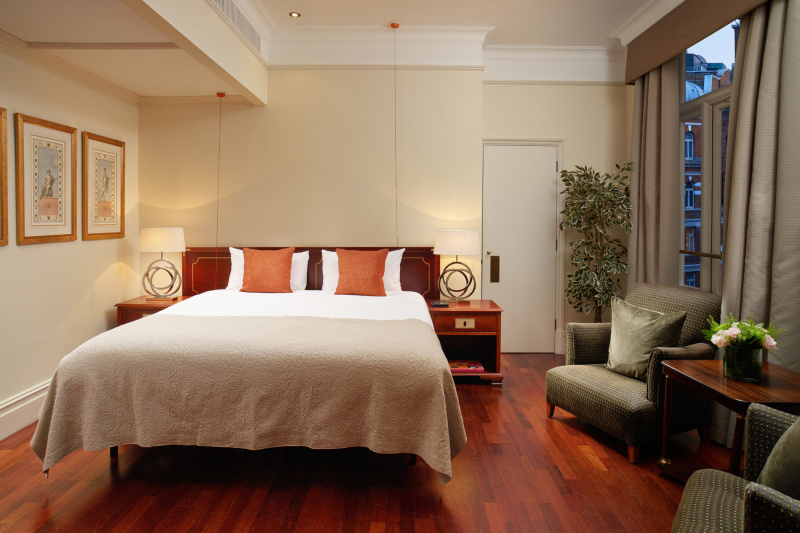 Accessible classic room features a king bed and hardwood floors.