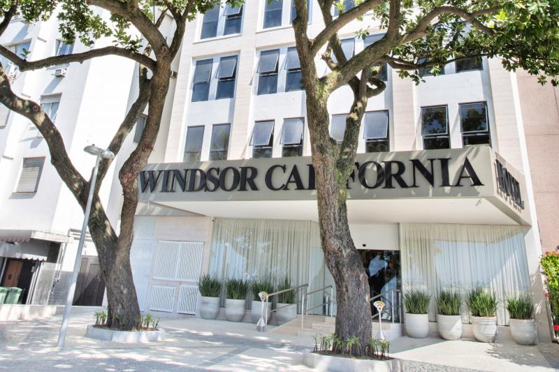 Windsor California Hotel entrance and ramp