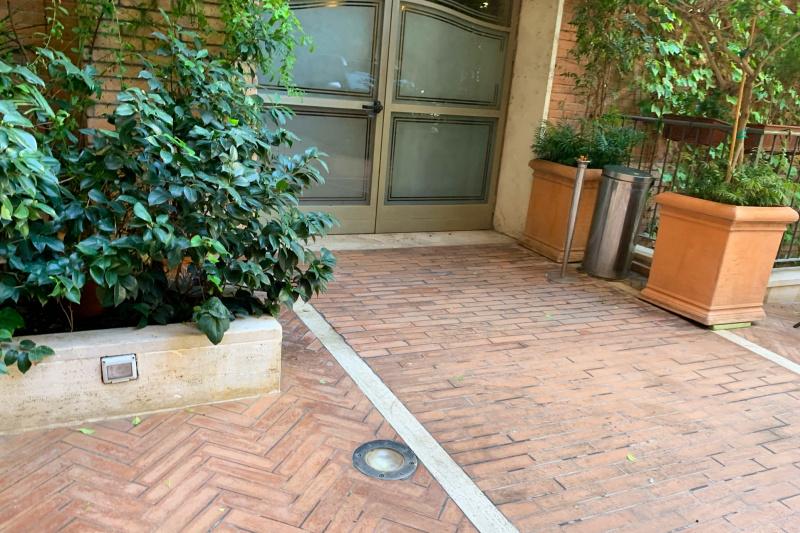 Hotel Lancelot lobby entrance