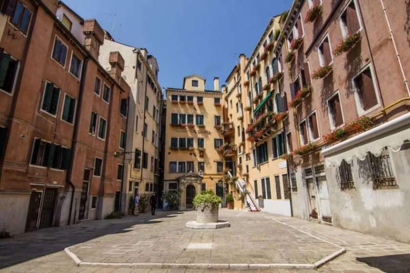 Hotel Al'Codega courtyard with neighboring buildings with classical Venetian design