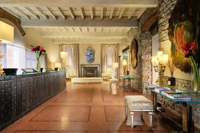 Brunelleschi Hotel lobby and front desk