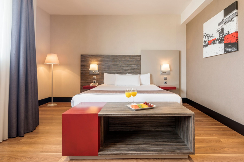Enjoy a comfortable stay at the Ilunion Barcelona Hotel