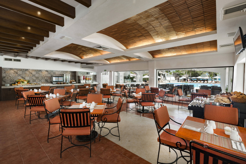 Pool restaurant and dining space