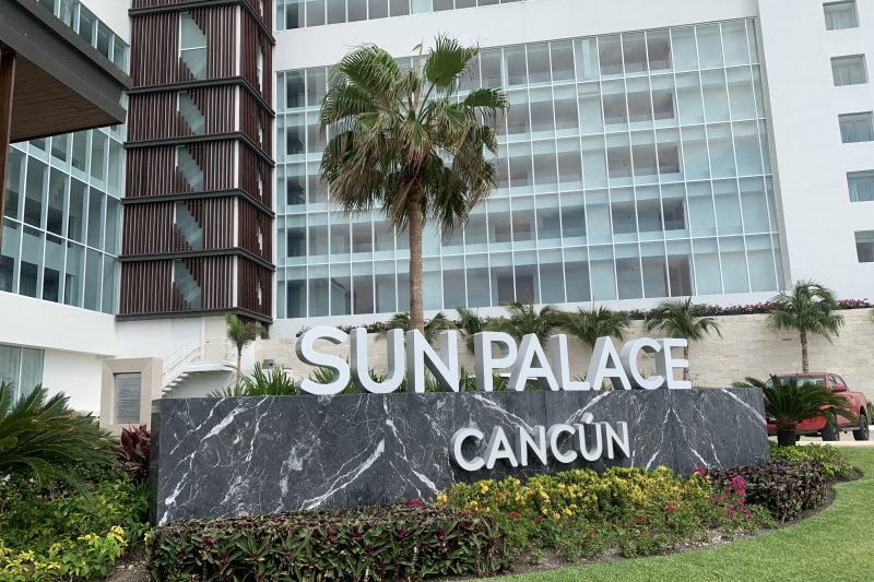 The entrance to Sun Palace Cancun resort