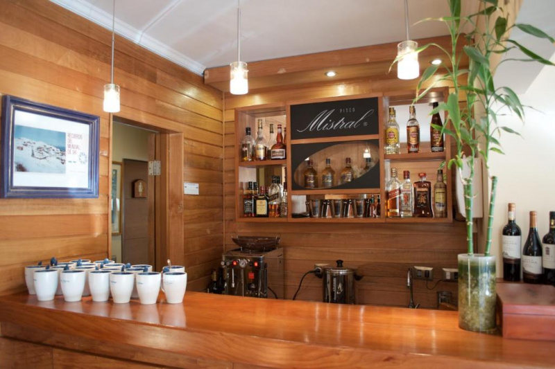 Bar with standing counter.