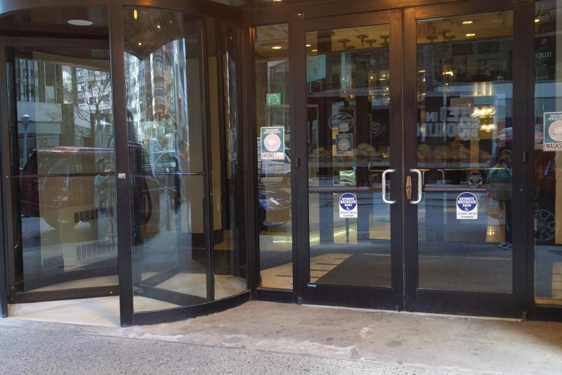 Entrance doors. Revolving doors and automatic glass doors.