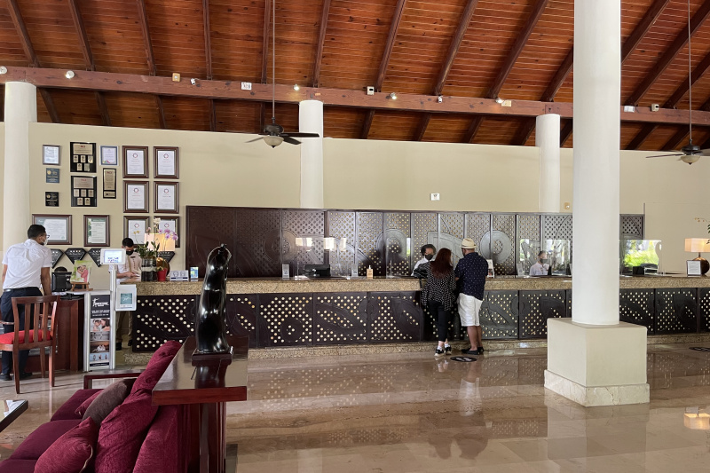 Reception desk. 4 standing counters and 1 seating counter.