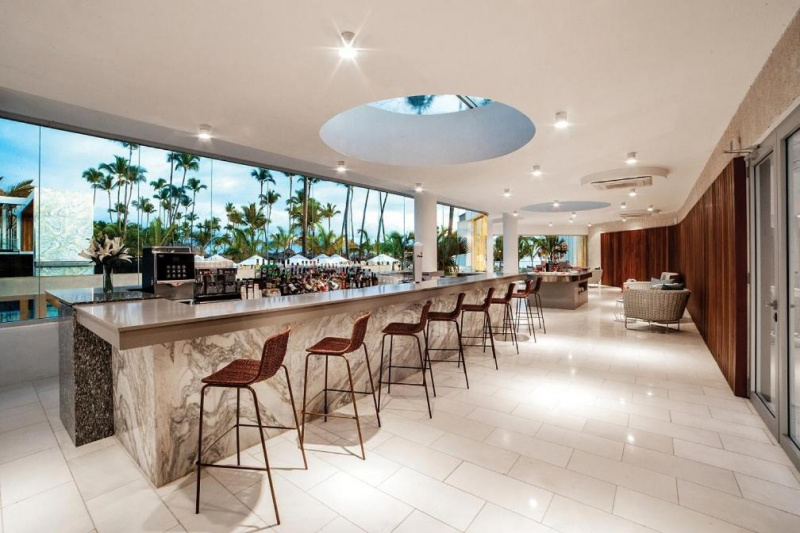Bar with standing counter and high stools
