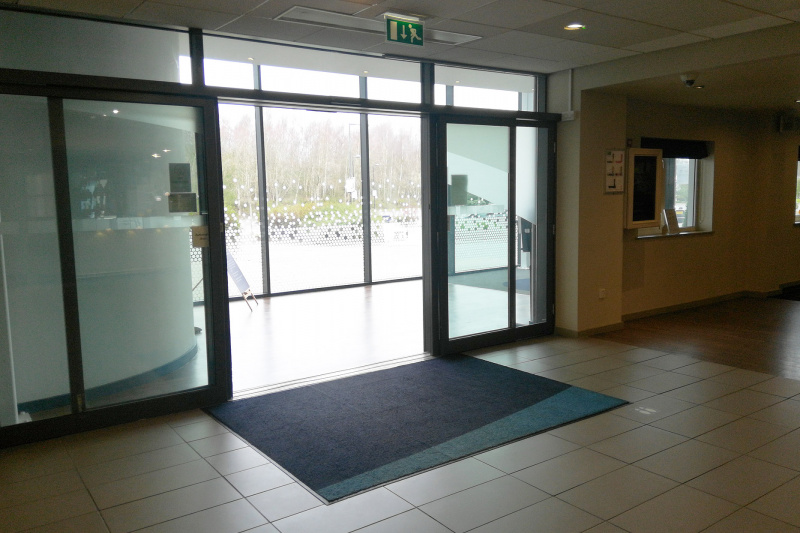 Entrance with automatic doors