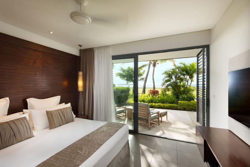 One-bedroom deluxe beachfront suite