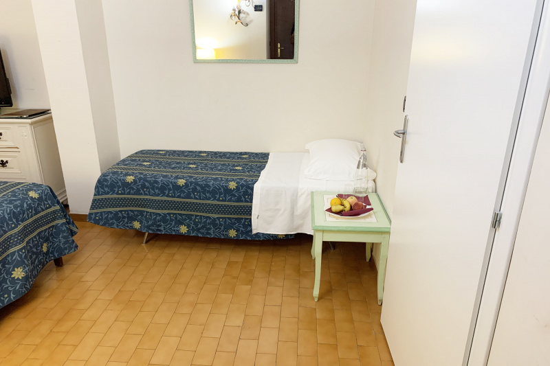 Accessible triple room