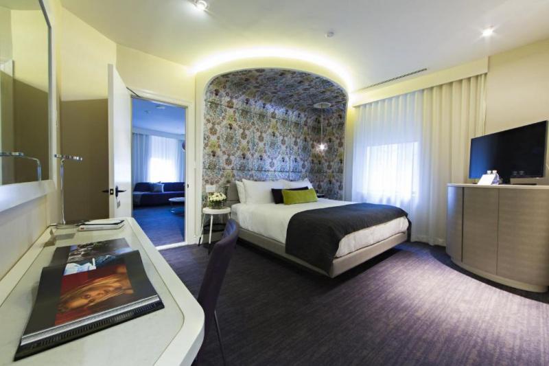 Accessible platinium king suite