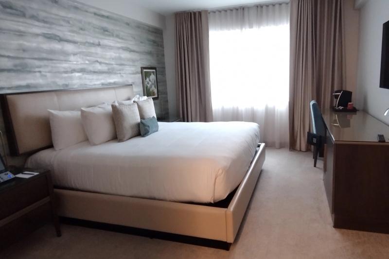 Accessible classic queen room