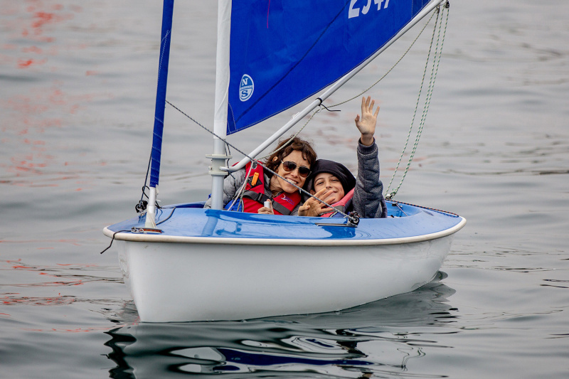 Two people in a boat, sailing through Valparaiso Bay.