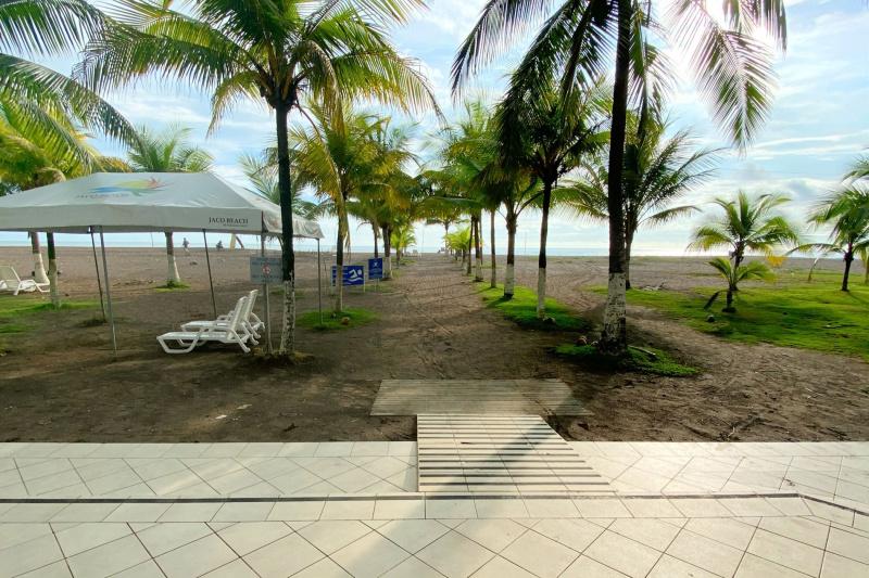 Beach access pathway