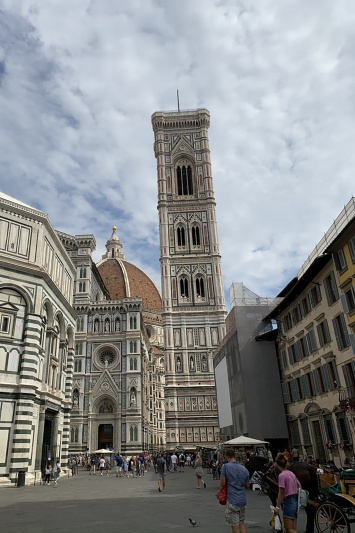 Street view of Florence's Piazza del Duomo
