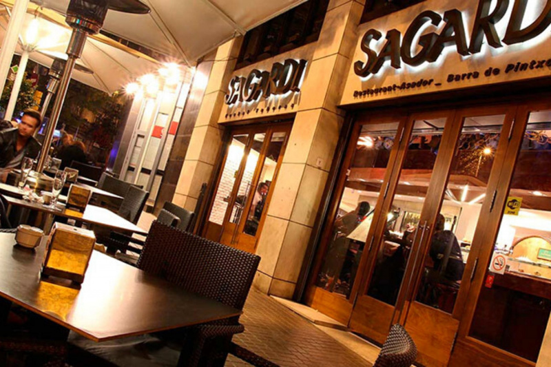 The entrance to Sagardi restaurant, with a terrace with tables.
