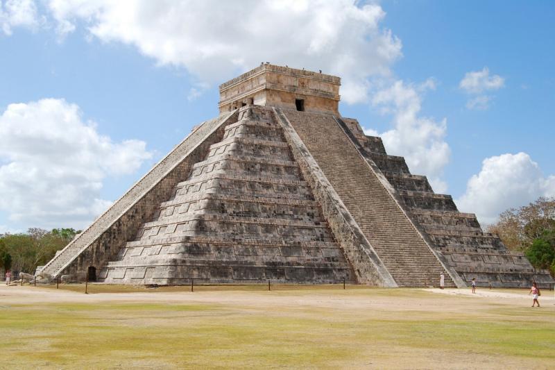 The immense Chichen Itza pyramid