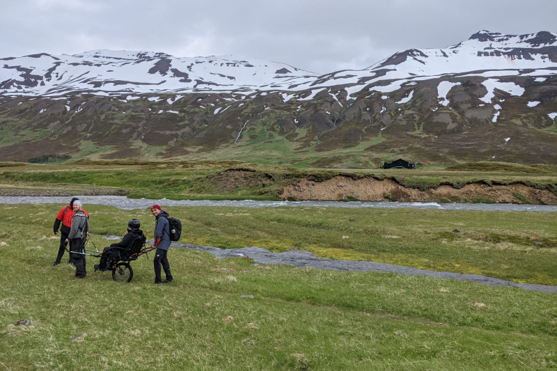 Hiking trough Iceland lands in a joëlette wheelchair