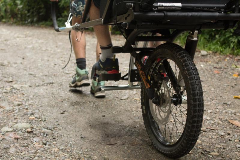 One-wheeled jöelette wheelchair