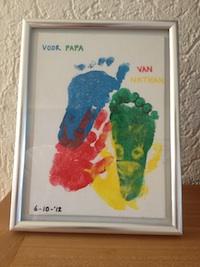 Vaderdag cadeau knutselen met hand- en voetafdrukken