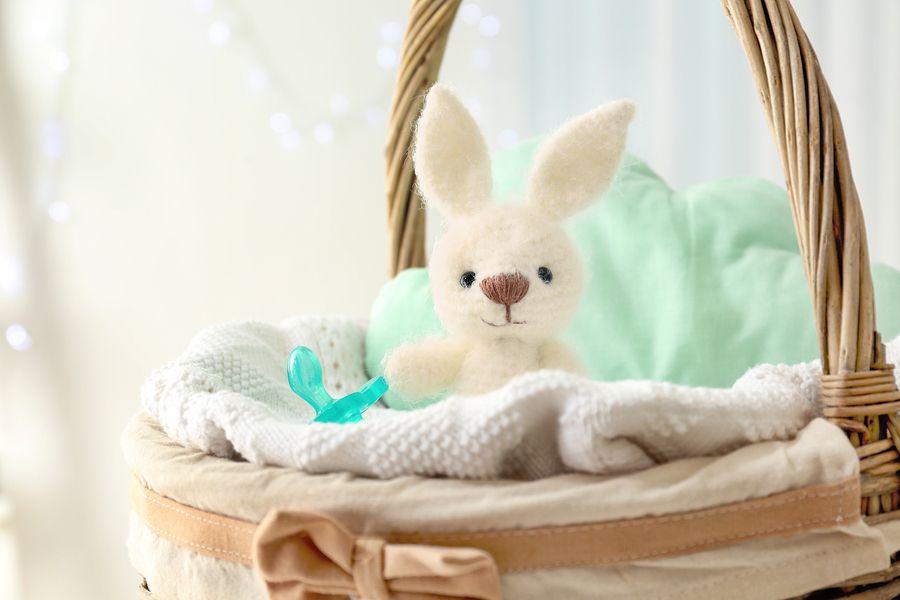 een kraammand voor een pasgeboren baby