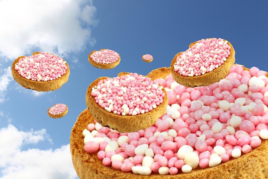 Beschuit met roze en witte muisjes vliegen door de lucht