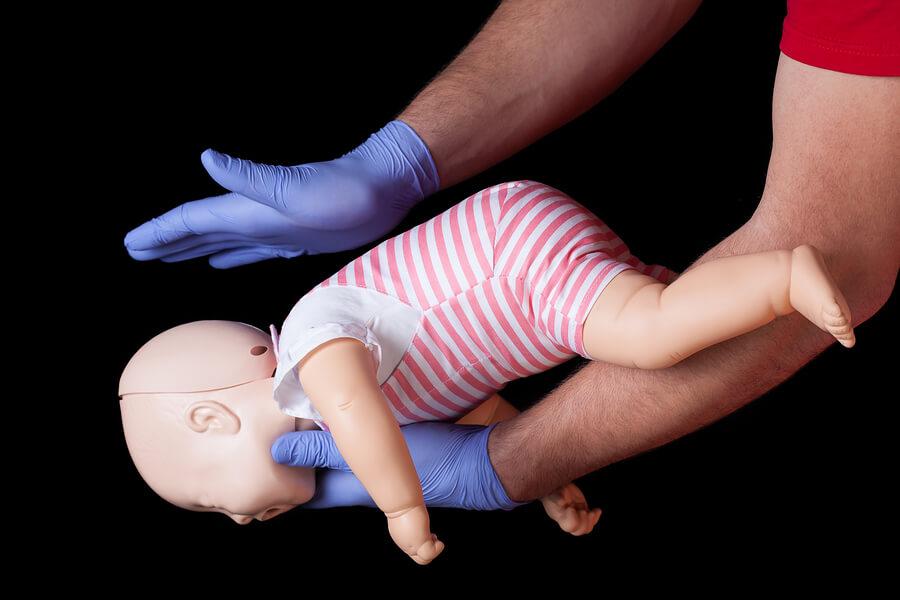 EHBO bij verstikking baby